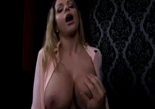 Glamour sister eats my fat cock down on the knees